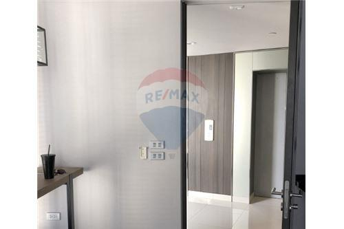 RE/MAX Executive Homes Agency's Nice 1 Bedroom for Rent The Lumpini 24 5