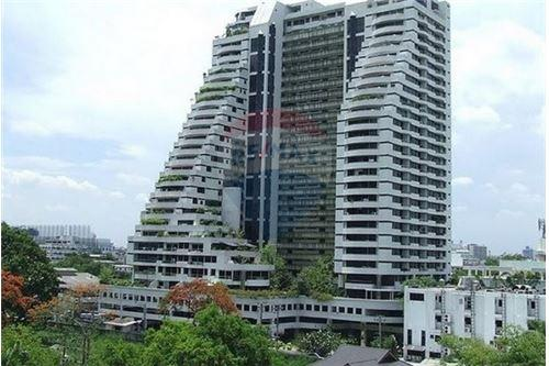RE/MAX Executive Homes Agency's Spacious 2 Bedroom for Sale Supalai Place 7