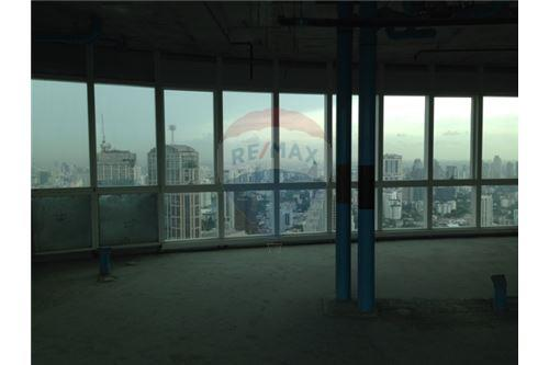 RE/MAX Properties Agency's Millennium residence penthouse for sell! 5