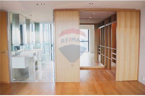 RE/MAX Executive Homes Agency's Nice 3 Bedroom for Sale with Tenant The Met 5