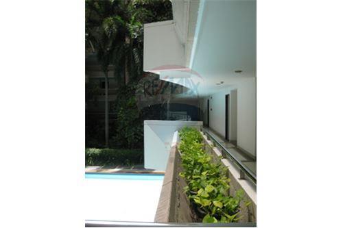 RE/MAX Properties Agency's Rent 2bedroom @Navin Court 11