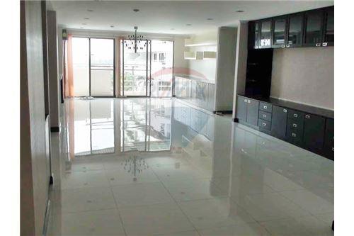 RE/MAX Properties Agency's Floraville Condominium Suite 303 sq.m., 9.5 MB 1