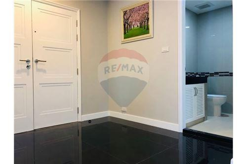 RE/MAX Executive Homes Agency's Condominium Sukhumvit soi 24 New Room !!! 16