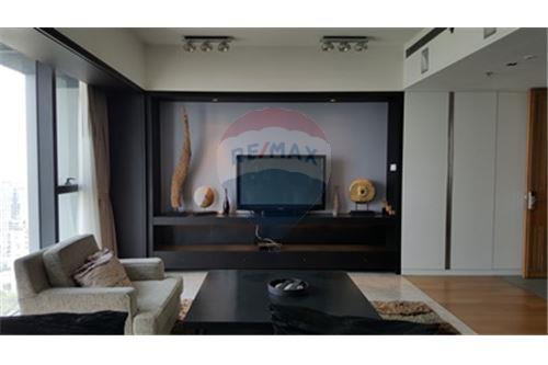 RE/MAX Properties Agency's RENT The Met 3BED 194.18SQM. 5