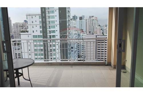 RE/MAX Executive Homes Agency's Wilshier Condominium Located on Sukhumvit 22 6