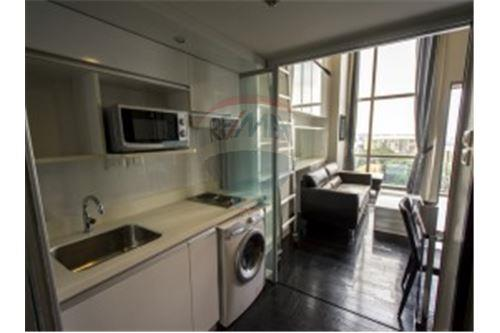 RE/MAX Properties Agency's Life @ Sathorn 10 - Condos for rent 3