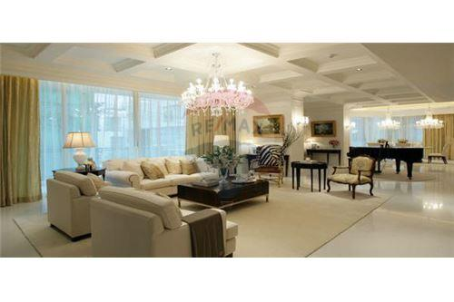 RE/MAX Executive Homes Agency's Stunning 4 Bedroom for Rent Royce 1