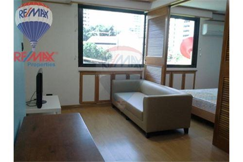 RE/MAX Properties Agency's FOR RENT Baan Suksan 1BED 47SQM. 4