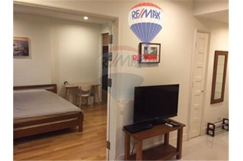 RE/MAX Properties Agency's Condo for Rent at Aguston Sukhumvit 22 2