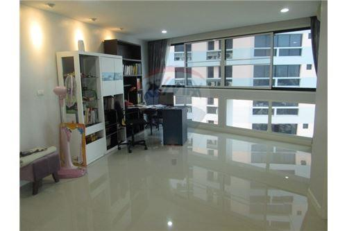 RE/MAX Properties Agency's RENT President Park Sukhumvit 24 3BED 260SQM. 3