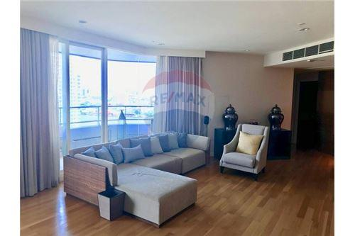 RE/MAX Executive Homes Agency's The Watermark Chao Phraya Condo sale/rent 2