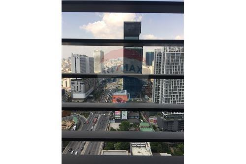 RE/MAX Executive Homes Agency's Rhythm Asoke beautiful rooms for rent. City views. 1