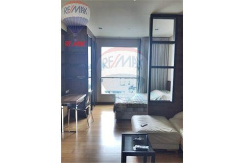 RE/MAX Properties Agency's FOR SALE  IVY THONGLOR   1BED 38SQM 1