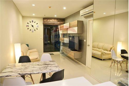 RE/MAX Executive Homes Agency's Nice 1 Bedroom for Rent Villa Asoke 4