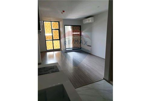 RE/MAX Executive Homes Agency's New Studio type Bedroom for Sale Rhythm Ekamai 1