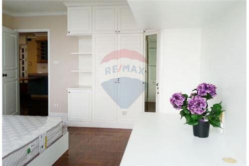 RE/MAX Executive Homes Agency's Spacious 2 Bedroom for Sale Supalai Place 3