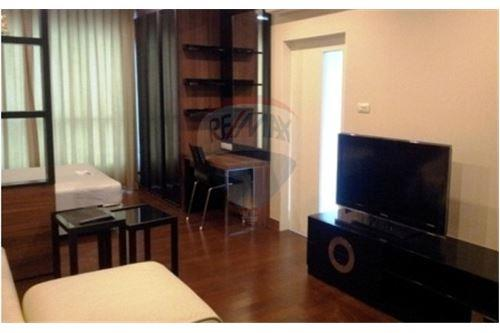 RE/MAX Executive Homes Agency's Nice Studio type Bedroom for Rent Ivy Thonglor 2