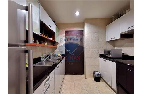 RE/MAX Properties Agency's For Sale Wilshire Condominium 2 Bedroom 8