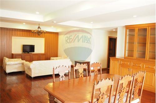 RE/MAX Executive Homes Agency's 3 Bedrooms / For Rent / at Nagara Mansion 2