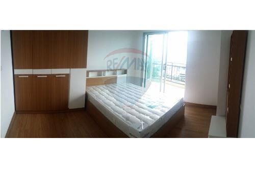 RE/MAX Executive Homes Agency's Nice 2 Bedroom for Sale Supalai Ekamai Thonglor 1