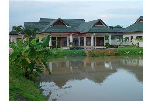 "RE/MAX Executive Homes Agency's ""Baan Yu"" 8.7M in Baan Melanie plot K-4b 6"
