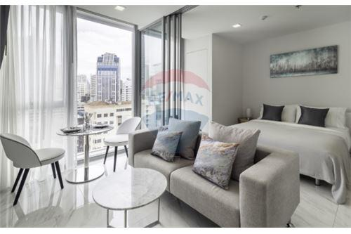 RE/MAX Executive Homes Agency's Lovely 1 Bedroom for Sale Hyde 11 1