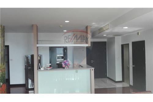 RE/MAX Executive Homes Agency's Wilshier Condominium Located on Sukhumvit 22 1
