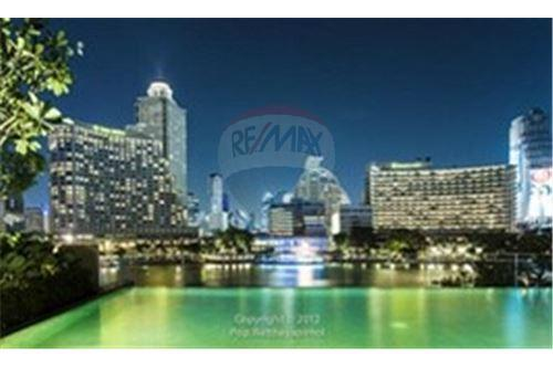 RE/MAX Executive Homes Agency's Spacious 1 Bedroom for Sale The River 8