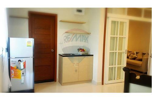 RE/MAX Properties Agency's UR thonglor soi 13 - condo for rent 3