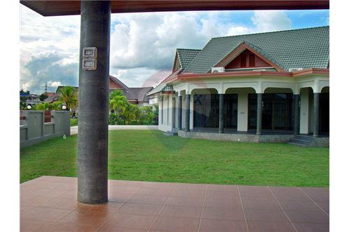 "RE/MAX Executive Homes Agency's ""Dok Bua"" 11.59 M in Baan Melanie plot G-7 33"