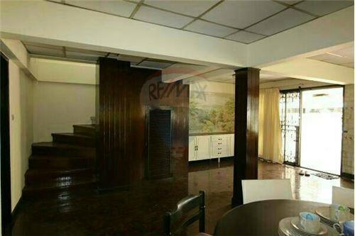 RE/MAX Properties Agency's SALE Townhouse EKAMAI 12 41SQ.Wah 3