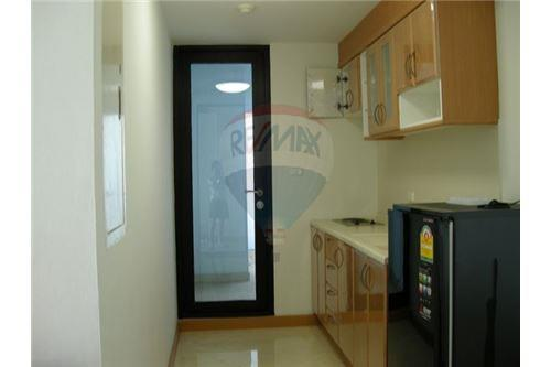 RE/MAX Executive Homes Agency's Spacious 2 Bedroom for Rent Supalai Premier Place 5