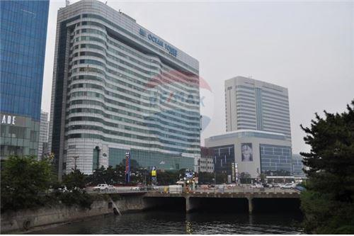 RE/MAX Properties Agency's RENT Office Space Ocean Tower 1 277.14SQM. 2