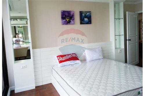 RE/MAX Executive Homes Agency's Spacious 2 Bedroom for Sale Supalai Place 2