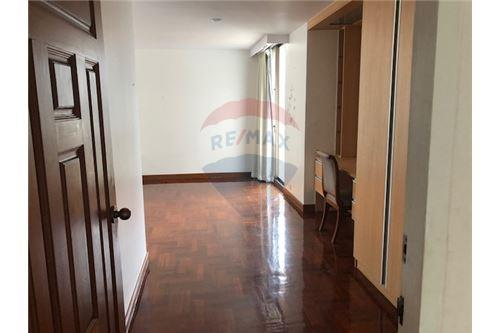 RE/MAX Properties Agency's FOR RENT Penthouse Asoke area 4BED 12