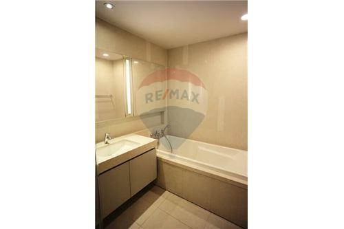 RE/MAX Properties Agency's 1 Bed for sale 15,300,000 @ Quattro By sansiri 9