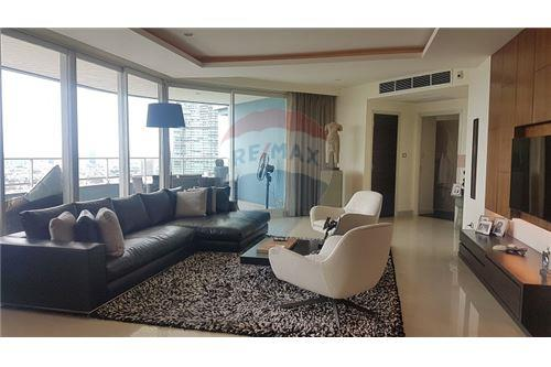 RE/MAX Executive Homes Agency's The Watermark Chao Phraya Condo sale/rent 9