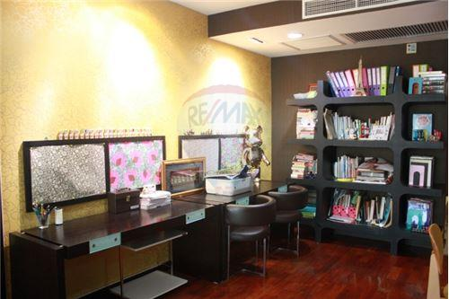 RE/MAX Executive Homes Agency's Wilshire Sukhumvit 22 Phrompong Condo 2 Bedrooms 1
