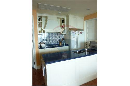 RE/MAX Properties Agency's Condo for Sale at Aguston Condominium sukhumvit 22 6