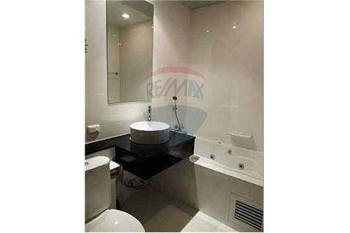 RE/MAX Properties Agency's 2bed Sukhumvit City Resort 11