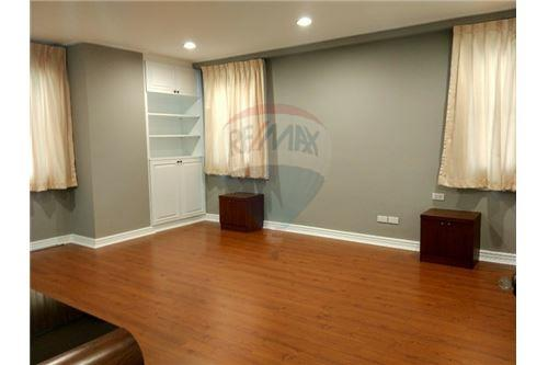 RE/MAX Executive Homes Agency's Spacious 2 Bedroom for Rent Le Premier 1 8