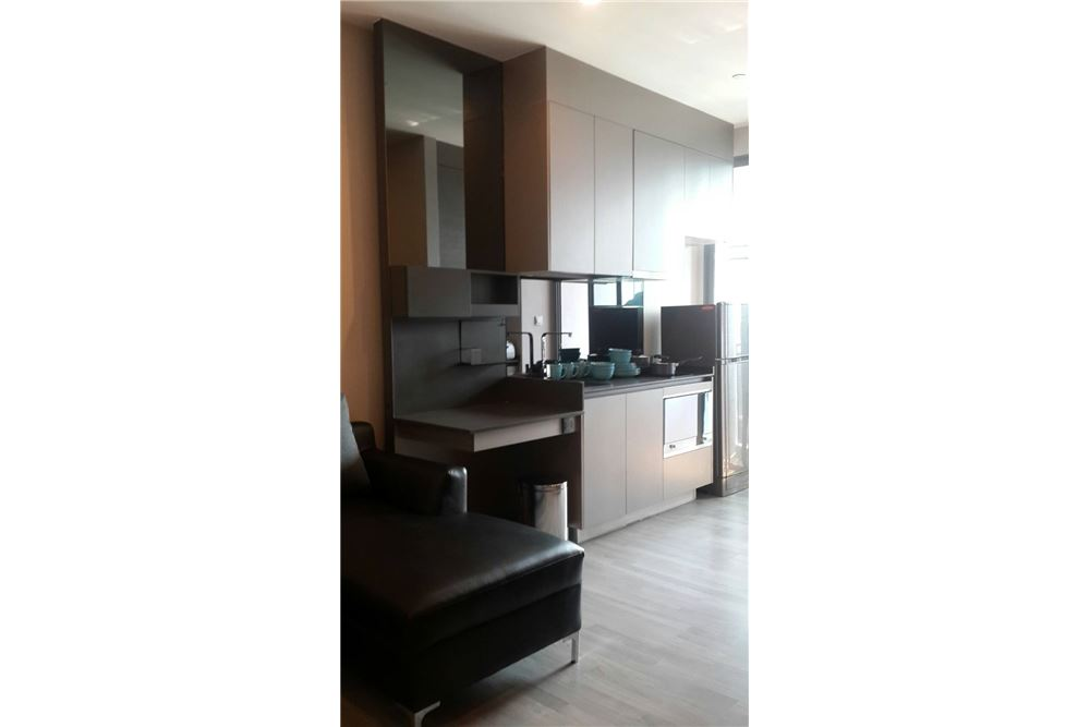 RE/MAX Properties Agency's RENT The Room Sukhumvit 69 1BED 35SQM. 4