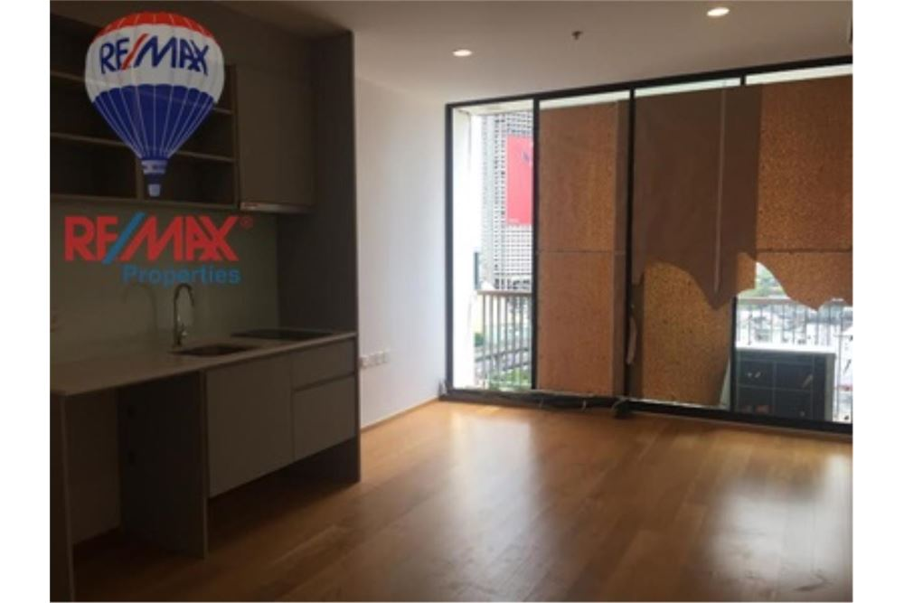 RE/MAX Properties Agency's FOR SALE NOBLE REVO SILOM 65.8 SQM 2 BEDS 4