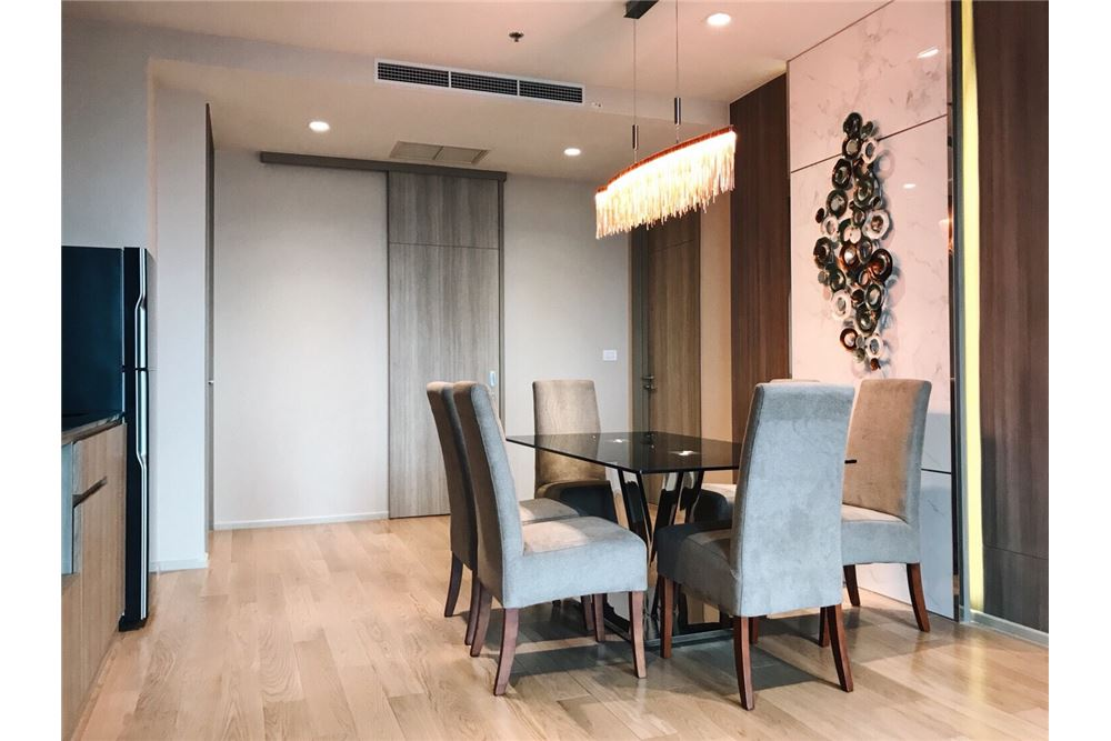 RE/MAX Properties Agency's 2 Beds /82Sqm./100,000/BTS Ploenchit 7