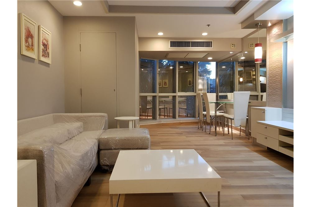 RE/MAX Executive Homes Agency's Newly Renovated 2 Bedroom for Rent Trendy Condo 3