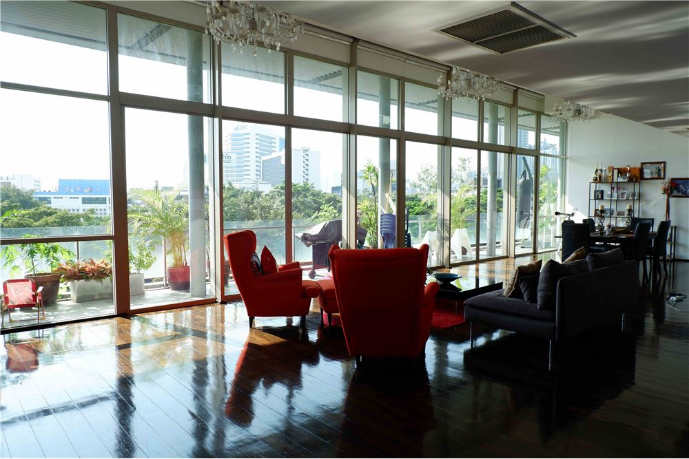 RE/MAX Properties Agency's FOR RENT FICUS LANE PENTHOUSE 5 BEDS 420 SQM 5