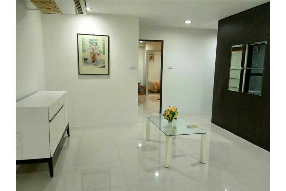 RE/MAX Executive Homes Agency's Spacious 1 Bedroom for Rent Waterford Thonglor 5 6