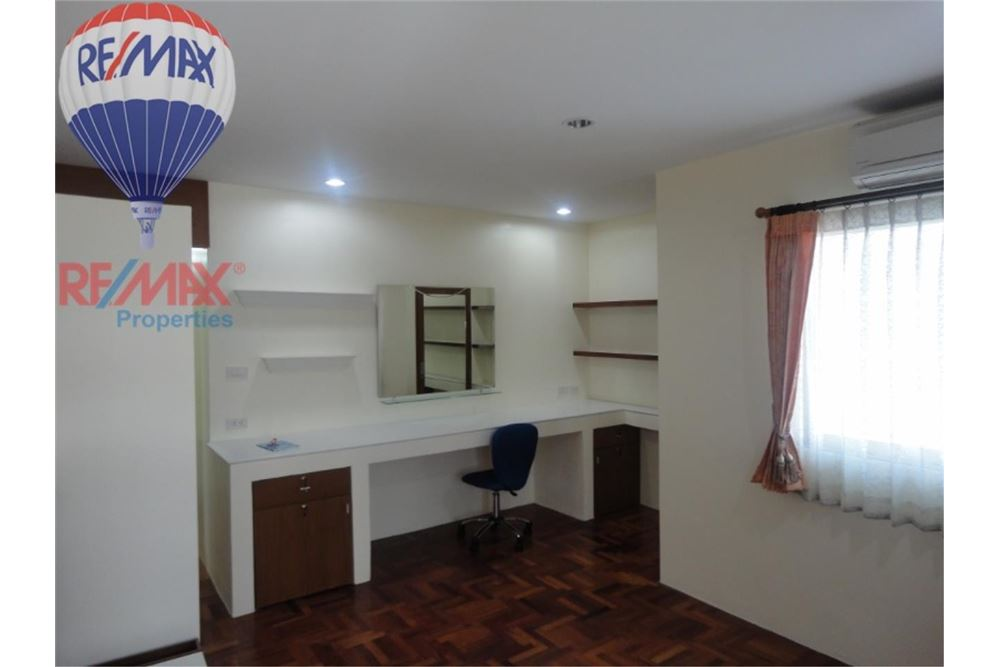 RE/MAX Properties Agency's FOR SALE  REGENT ON THE PARK 3  3BED 231SQM 4