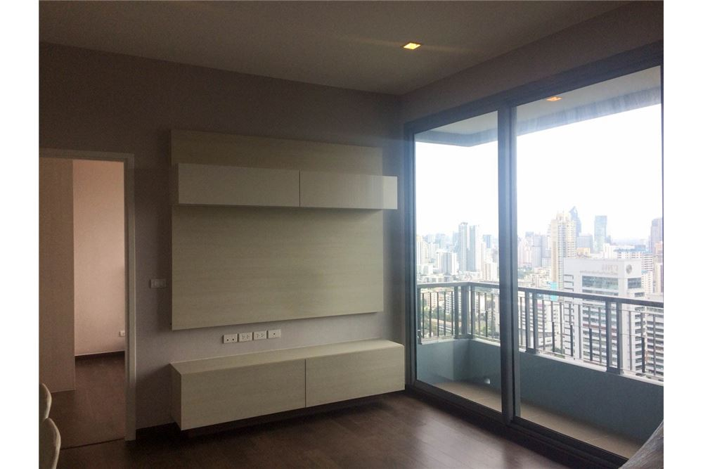 RE/MAX Properties Agency's FOR RENT & SALE : BRAND NEW UNIT @Q ASOKE 3 BED 2