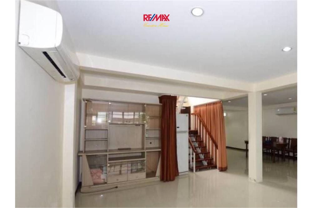 RE/MAX Executive Homes Agency's Nice 2 Bedroom House for Sale near BTS Ekamai 2